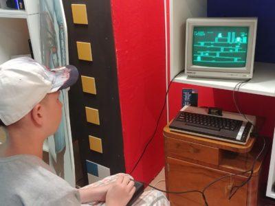 Donkey Kong Cartridge in einem Atari 800XL mit grünem Monitor - mehr Retro geht nicht.