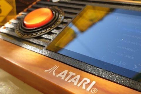 Das Atari Retro Handheld. Gute Optik zu Leiden des Spielvergnügens